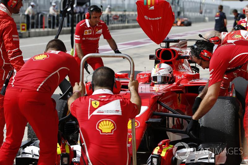 Sebastian Vettel, Ferrari SF70H en pits