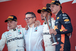 Bonnington, Mercedes AMG F1 Race Engineer, Valtteri Bottas, Mercedes-AMG F1, Lewis Hamilton, Mercedes-AMG F1 and Max Verstappen, Red Bull Racing on the podium