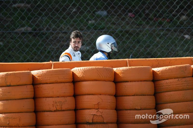 Fernando Alonso, McLaren se queda parado en la FP1