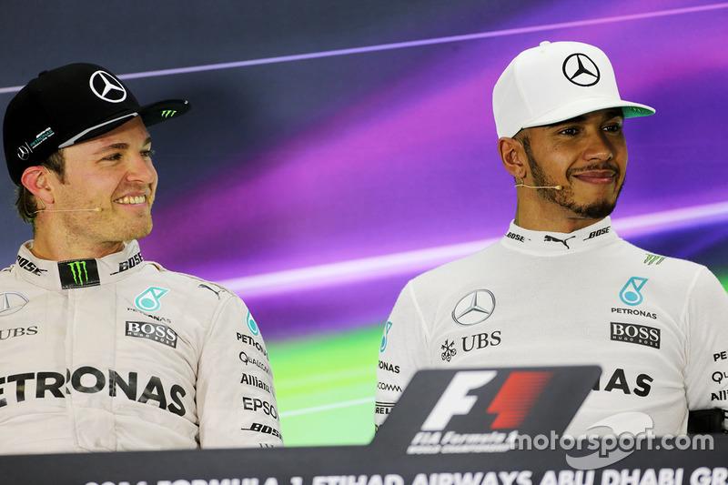 Nico Rosberg, de Mercedes AMG F1 en la Conferencia de prensa de la FIA con su compañero a Lewis Hamilton, Mercedes AMG F1