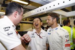 Eric Boullier, McLaren F1 Racing Director, Yusuke Hasegawa, Honda Senior Managing Officer and Jenson Button, McLaren F1 celebrate his retirement
