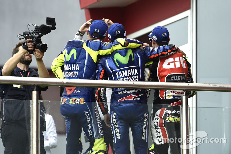 Podium: 2. Valentino Rossi, Yamaha Factory Racing; 2. Maverick Viñales, Yamaha Factory Racing; 3. Cal Crutchlow, Team LCR Honda