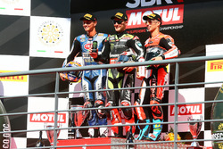 Le podium : le vainqueur, Jonathan Rea, Kawasaki Racing, le deuxième, Michael van der Mark, Pata Yamaha, et le troisième Marco Melandri, Ducati Team