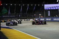 Carlos Sainz Jr., Scuderia Toro Rosso STR12 and Pascal Wehrlein, Sauber C36