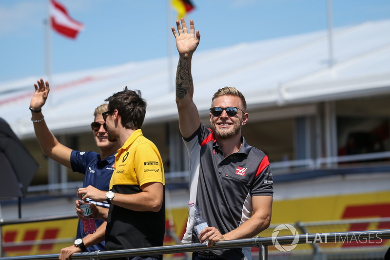 Marcus Ericsson, Sauber, Jolyon Palmer, Renault Sport F1 Team RS17 and Kevin Magnussen, Haas F1 on the drivers parade