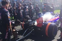 Перед стартом: проблемы с огнетушителем у Даниила Квята, Scuderia Toro Rosso