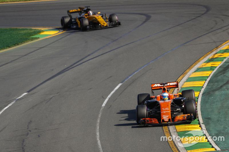 Fernando Alonso, McLaren MCL3; Nico Hülkenberg, Renault Sport F1 Team RS17