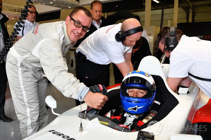 Журналист Джонатан Нобл и Дэвид Салинс, F1 Experiences