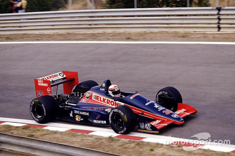 "4. <img src=""https://cdn-5.motorsport.com/static/img/cfp/0/0/0/0/75/s3/france-2.jpg"" alt="""" width=""20"" height=""12"" />Philippe Alliot, 109 Grandes Premios (1984-1990, 1993-1994), el mejor resultado el 5º lugar (San Marino 1993)."