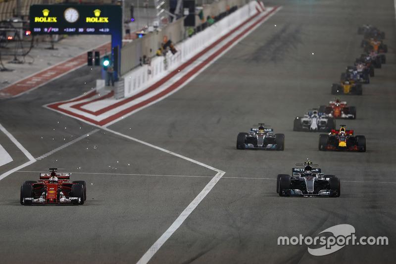 Sebastian Vettel, Ferrari SF70H, leads Valtteri Bottas, Mercedes AMG F1 W08, Lewis Hamilton, Mercedes AMG F1 W08, Daniel Ricciardo, Red Bull Racing RB13