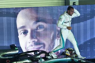 Yarış galibi Lewis Hamilton, Mercedes-AMG F1 W09 EQ Power+, parc ferme