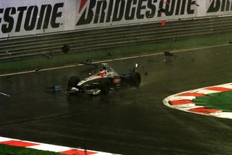 Shinji Nakano, Minardi M198 ploughs through the debris after colliding with Giancarlo Fisichella, B198