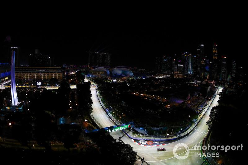 Нічний Сінгапур