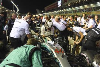 Lewis Hamilton, Mercedes-AMG F1 W09 on the grid