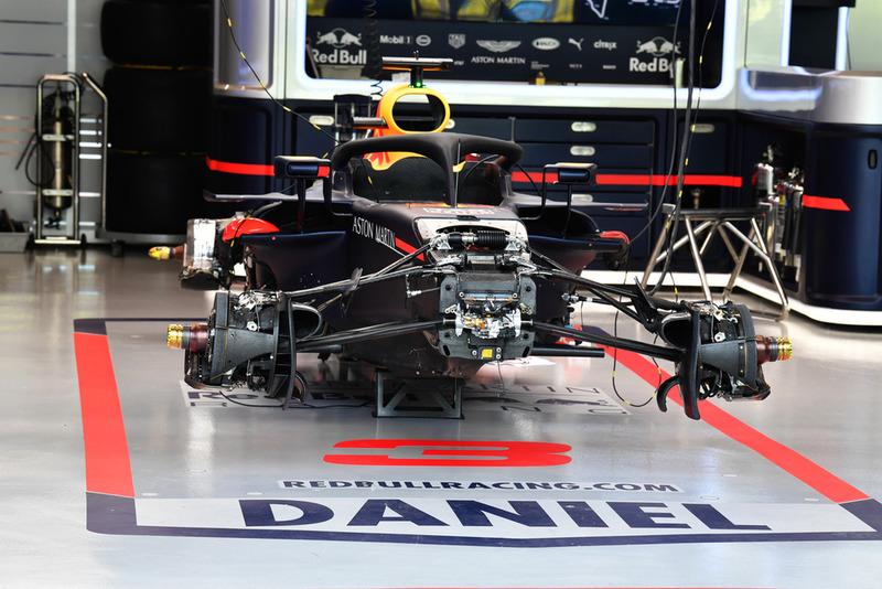 El Red Bull Racing RB14 en el garaje