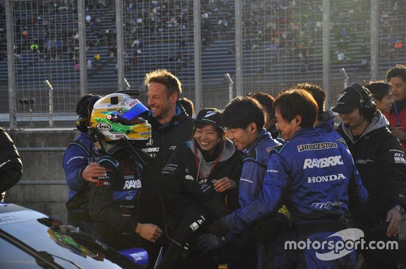 Дженсон Баттон, №100 RAYBRIG NSX-GT и сотрудники команды
