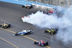 Startcrash mit Mikhail Aleshin, Marco Andretti, Graham Rahal, Max Chilton und Sebastien Bourdais