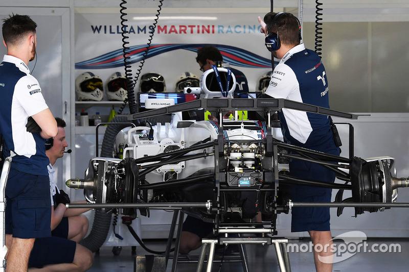 Detalle del chasis y frenos delanteros del Williams FW40