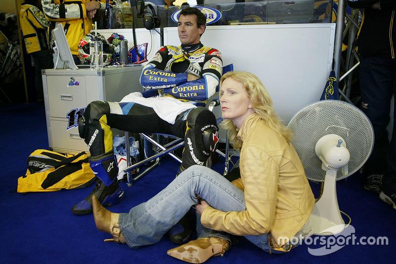 Sam y Troy Corser, Suzuki espera decisión