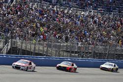 Kyle Larson, Chip Ganassi Racing Chevrolet and Martin Truex Jr., Furniture Row Racing Toyota