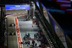 Nico Hulkenberg, Renault Sport F1 Team RS17 and Sergio Perez, Sahara Force India F1 VJM10 both pit