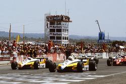 Start: René Arnoux, Renault RE30B, Alain Prost, Renault RE30B lead