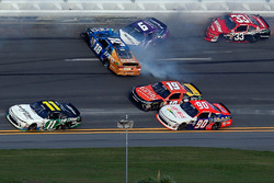 Crash: Darrell Wallace Jr., Roush Fenway Racing, Ford; Daniel Suarez, Joe Gibbs Racing, Toyota