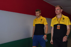 Sergey Sirotkin, pilote d'essais Renault Sport F1 Team RS17 et Alan Permane, ingénieur de course Renault Sport F1 Team RS17