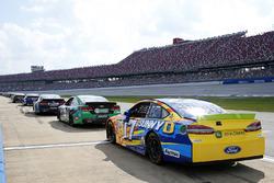 Ricky Stenhouse Jr., Roush Fenway Racing Ford, e altre 20 vetture scontano le penalità in pit lane