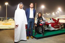 خالد القبيسي وجيانلوكا ميلوني مع سيارة آمنة القبيسي
