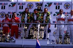 Podio: Pierluigi Martini, Yannick Dalmas, Joachim Winkelhock, BMW V12 LMR