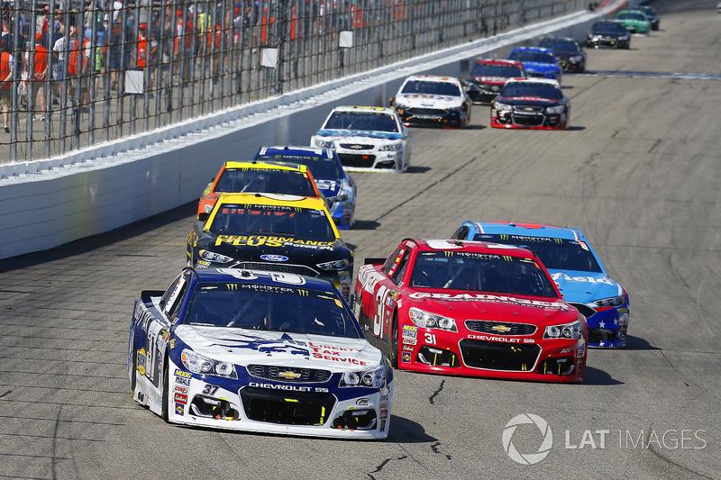 Chris Buescher, JTG Daugherty Racing Chevrolet, Ryan Newman, Richard Childress Racing Chevrolet