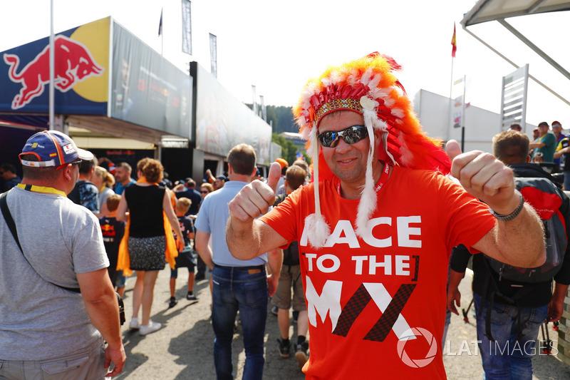 Уболівальник Макса Ферстаппена, Red Bull
