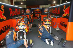 Box von Miguel Oliveira, Red Bull KTM Ajo
