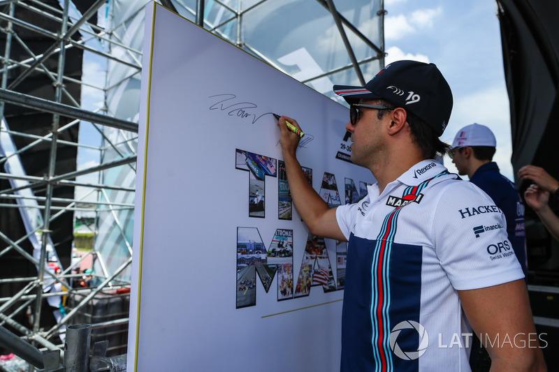 O GP da Malásia de 2017 será o último na história da F1. Antes mesmo dos carros irem à pista, os pilotos participaram de uma série de eventos.