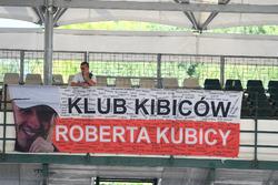 Des fans de Robert Kubica, Renault Sport F1 Team, avec une bannière