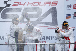 Podyum: Yarış galibi #25 Audi Sport Team Sainteloc Racing Audi R8 LMS: Markus Winkelhock, Christopher Haase, Jules Gounon