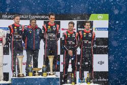 Podio: los ganadores del Rally de Suecia Thierry Neuville, Nicolas Gilsoul, Hyundai Motorsport, y los terceros Andreas Mikkelsen, Anders Jäger, Hyundai Motorsport