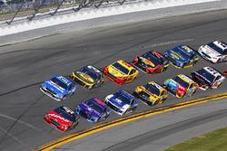 Kurt Busch, Stewart-Haas Racing Ford Fusion, Darrell Wallace Jr., Richard Petty Motorsports Ford Fusion