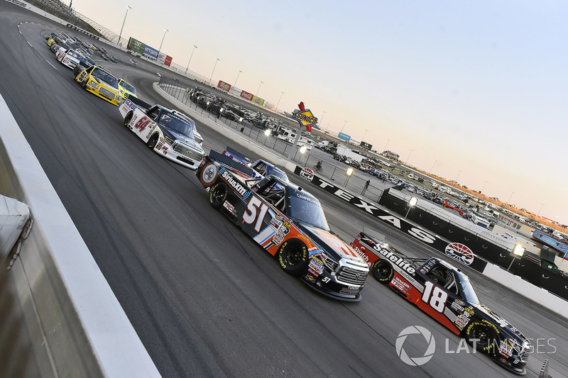 Noah Gragson, Kyle Busch Motorsports, Toyota Tundra Safelite AutoGlass and Spencer Davis, Kyle Busch Motorsports, Toyota Tundra JBL/SiriusXM