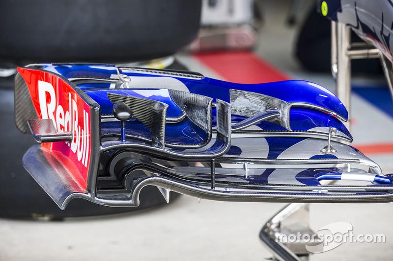 Scuderia Toro Rosso STR12 voorvleugel