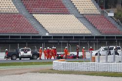 Max Verstappen, Red Bull Racing RB14, stops in the gravel