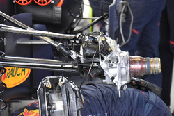 Red Bull Racing RB13 suspensión delantera
