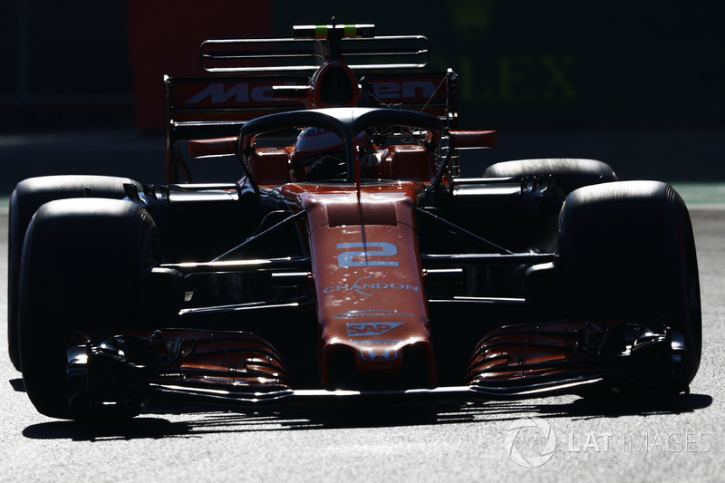 Стоффель Вандорн, McLaren MCL32, uses the halo device in FP1