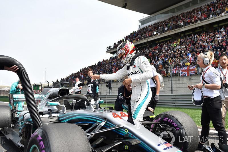 Lewis Hamilton, Mercedes-AMG F1 W09 EQ Power in griglia