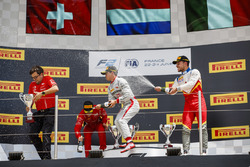 Podium: second place Louis Deletraz, Charouz Racing System, race winner Nyck De Vries, PREMA Racing, third place Luca Ghiotto, Campos Racing