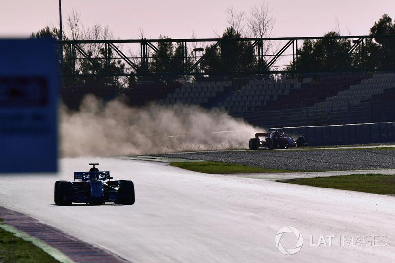 Kimi Raikkonen, Ferrari SF71H runs wide