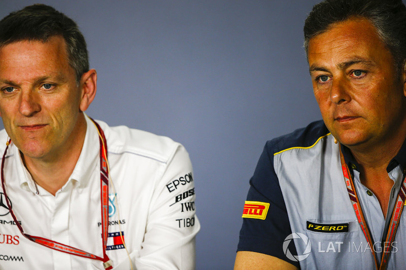 James Allison, Technical Director, Mercedes AMG, dan Mario Isola, Racing Manager, Pirelli Motorsport