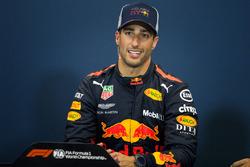 Le vainqueur Daniel Ricciardo, Red Bull Racing en conférence de presse