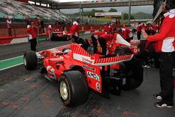 Le Ferrari F.1 Clienti in uscita dai box